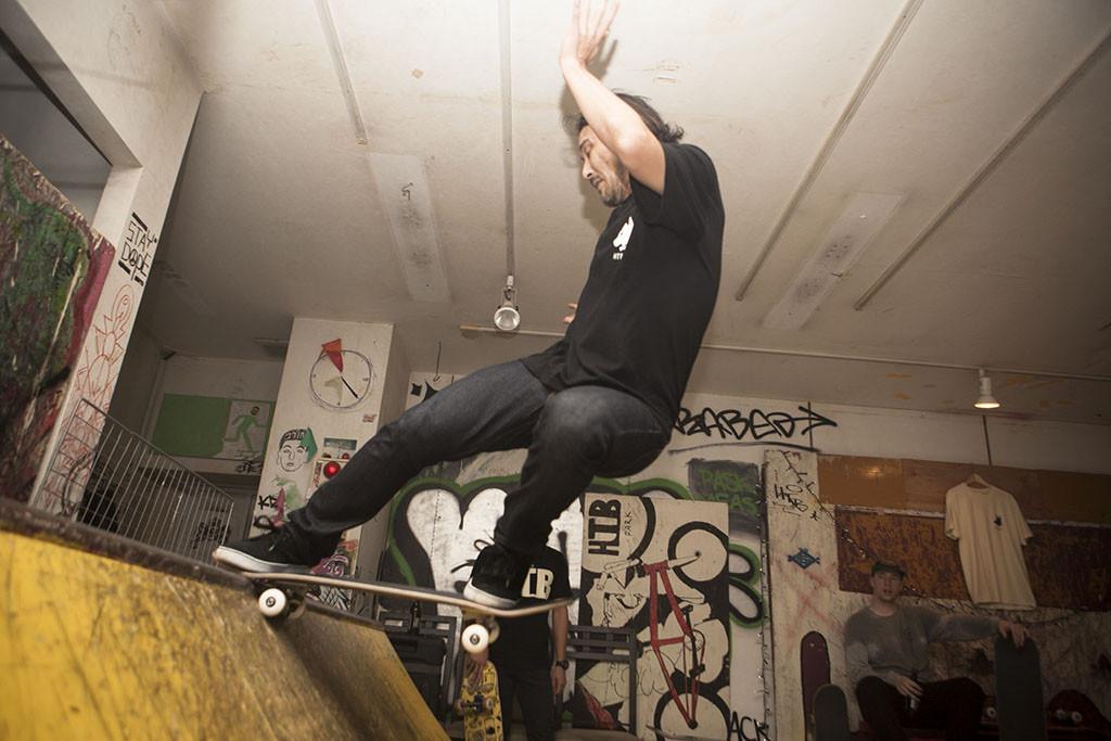 スケートショップ「BrightIdea」の主。大先輩トミくん。