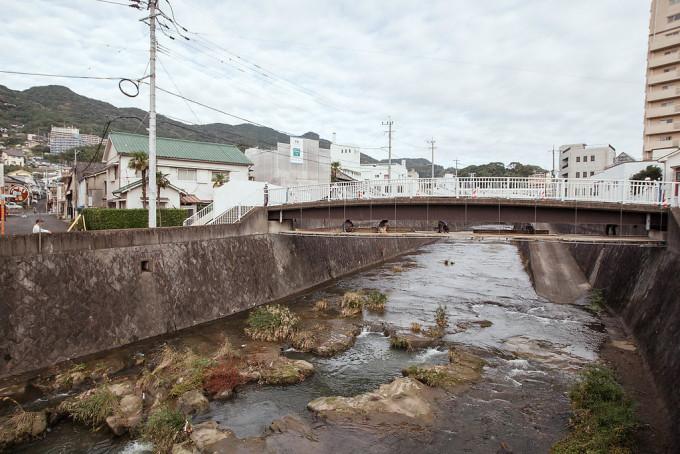 橋の補修工事をしている人たちがいた。