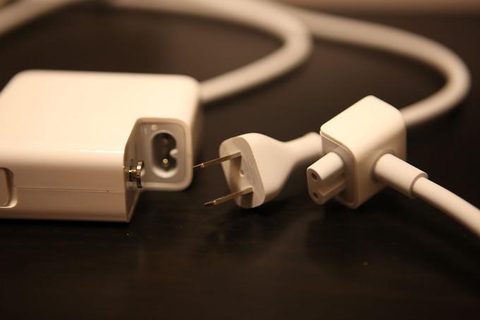 別の長い電源ケーブルのアタッチメント付属