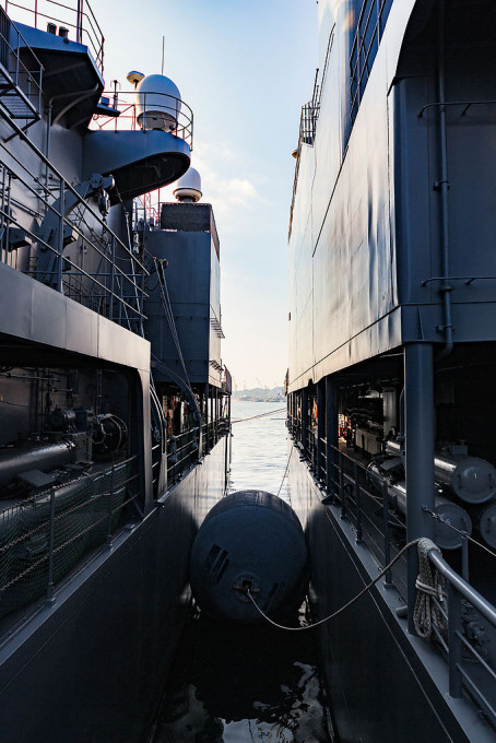 でかいブイで船同士の干渉を防いでいた。