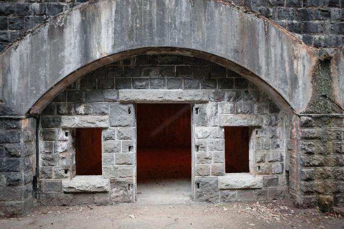一つの石室はおよそ3Mx4Mといった広さで