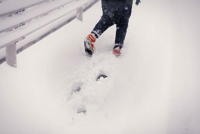 ながぐつをもっていない僕らはくつのすき間に雪がはいってきてすごくつめたい。