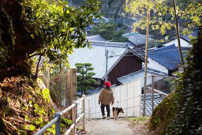 赤ずきんのおじいちゃんと犬