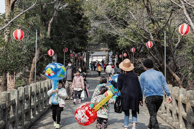 飯盛神社の境内にも屋台が出店していました。