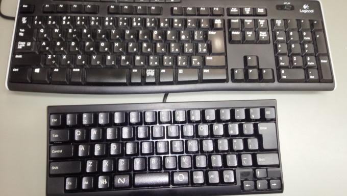 一般的なキーボードに比べてこんなに省スペース
