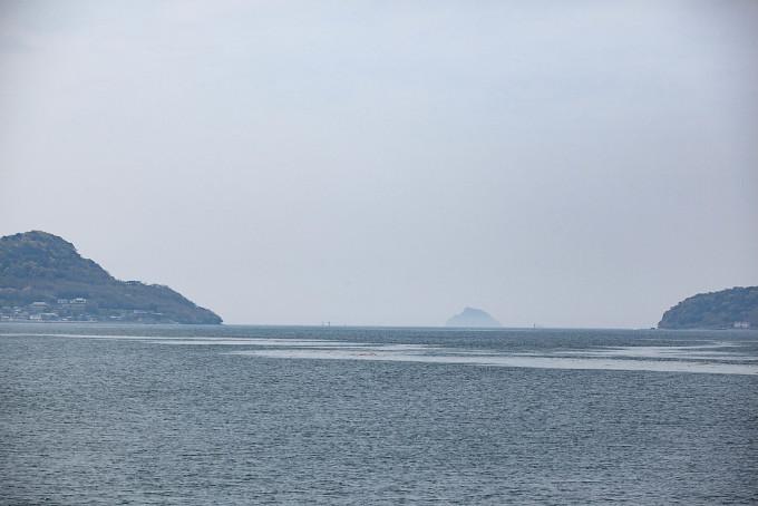 佐世保湾の入り口、その湾口はわずか800Mほどしかないとのこと