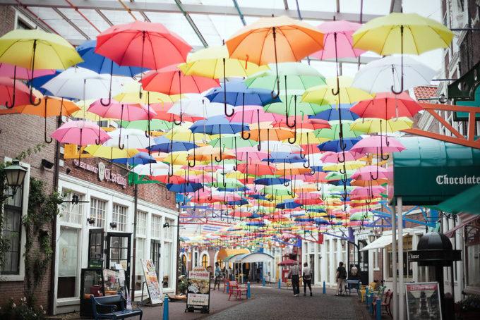 ハウステンボスの写真ではよく見かける傘の通路