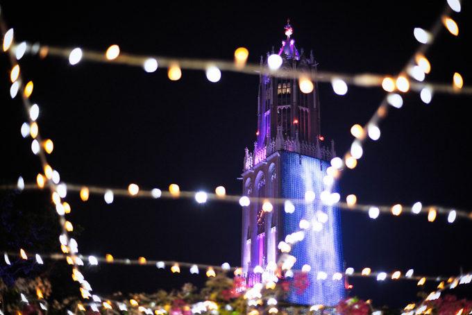 ハウステンボスの象徴、ドムトールンも美しくライトアップされていました。紫いいですね。
