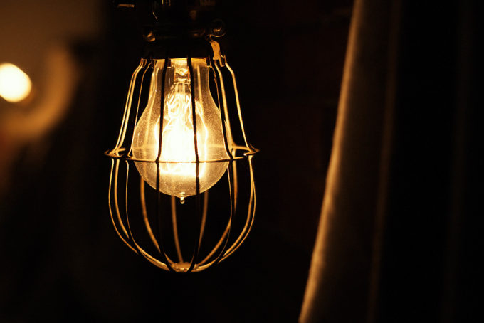 電球は何度撮っても撮りたくなりますね。