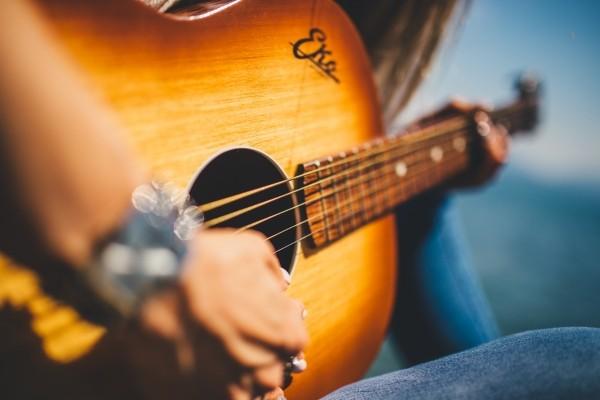guitar-music-female-girl-musician-melody-beat